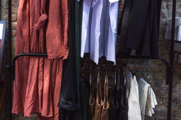 Hoe organiseer ik mijn kledingkast?